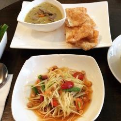Papaya salad and curry with roti at Kalpapruek in Bangkok