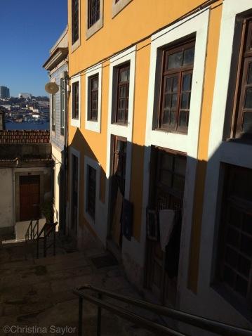 Descending to the Porto waterfront